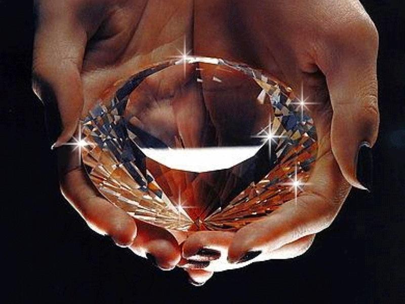 бриллиант в ладошках